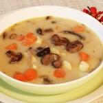 Zupa z grzybami leśnymi
