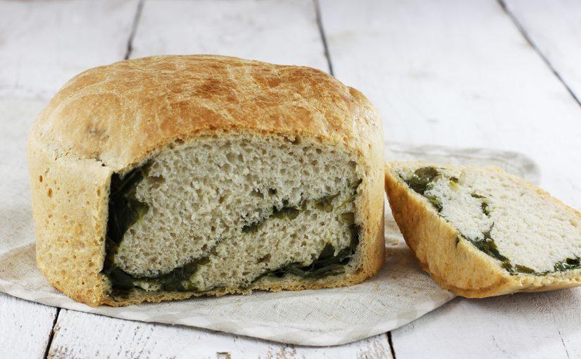 Leniwy chleb pszenny ze szpinakiem