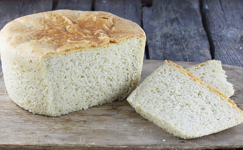 Delikatny chleb pszenny z garnka