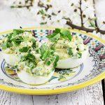 Jajka faszerowane awokado i szczypiorkiem